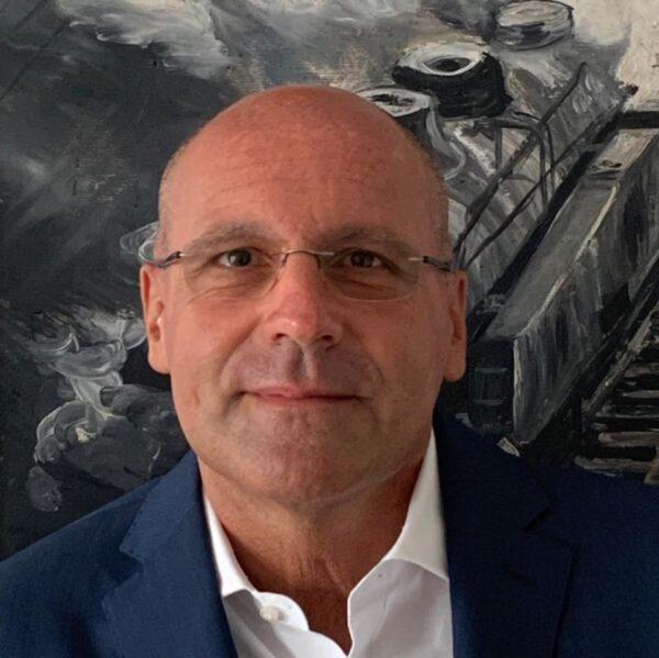 Mauro Berti Formatore esperto sulle tematiche dei pericoli di internet. Autore