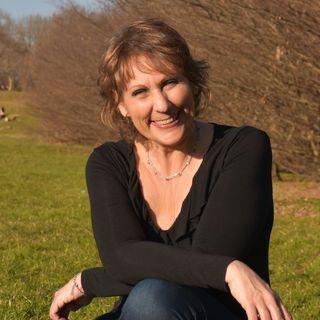 Tiziana Azzani giornalista scientifica e Leader Yoga risata