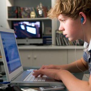 Adolescenti e tecnologia: in pandemia una scelta obbligata