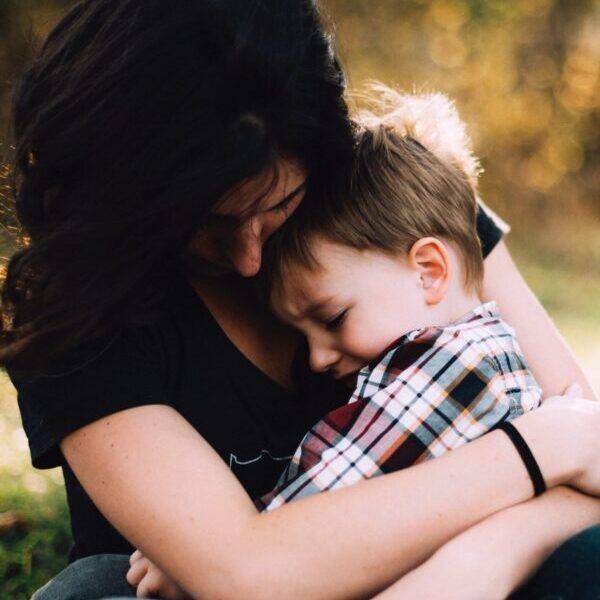 Il dramma dei bambini allontanati dalle mamme